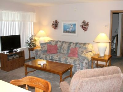 Photo for Comfy Condo 1bed 1bath w/Pool. No Steps. Table Rock Lake. Vintage country-style décor. Close to SDC!