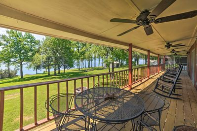 A relaxing getaway by the lake awaits at this Springville vacation rental house!