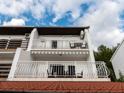 Photo for Apartment Tonci, 1. OG with large terrace and stunning sea views