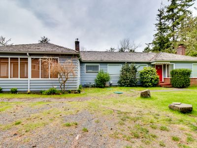 Walk to the beach & restaurants from this dog-friendly home w/ yard & firepit!