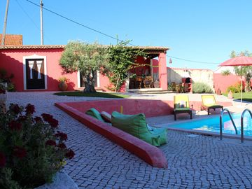 Casa do Lagar - V3 Rustic in village, complete privacy, with pool and garden.