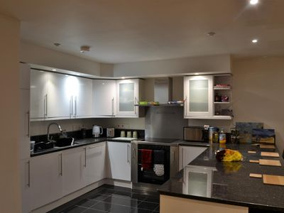 Photo for Lovely 2 Bed Modern Flat in the Heart of Swindon