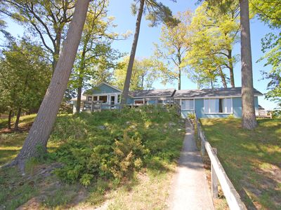 Large, Homey Cottage on Glen Lake. Great Beach! Close to Downtown Glen Arbor