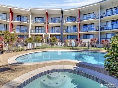 Photo for SEAVIEW APARTMENT ONLY A STROLL TO YEPPOON CBD