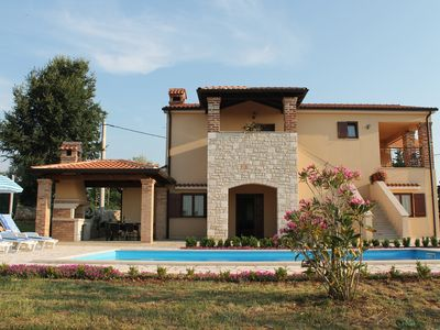 Photo for Comfortable house with swimming pool in quiet village
