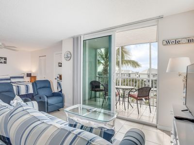 Photo for Bright studio with lanai, shared pool, gas grill, tennis, close to the beach!