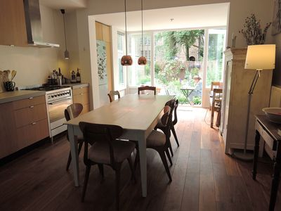 Photo for Lovely spacious apt. in Rivierenbuurt with garden. Quick access centre.
