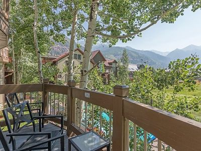 Photo for Remodeled 2 bedroom, 2 bath condo with mountain views, heated pool and short walk to ski lifts.