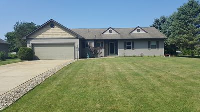 Photo for 3+ Bedrooms, sleeping loft, 2.5 baths. Just 17 miles to Notre Dame.