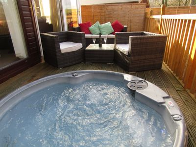 Photo for 40ft x 20ft luxury holiday lodge near Scarborough; 3 bed, sleeps 6, hot tub