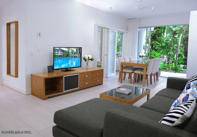 palm cove best location beach apartment with two bedrooms faces to swimming pool