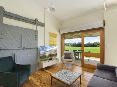 Cherry Cottage, Orange NSW. Walk to 4 cellar doors from this cosy oasis.
