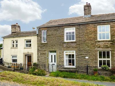 Photo for PRIMROSE COTTAGE, pet friendly in Burtersett, Ref 923854