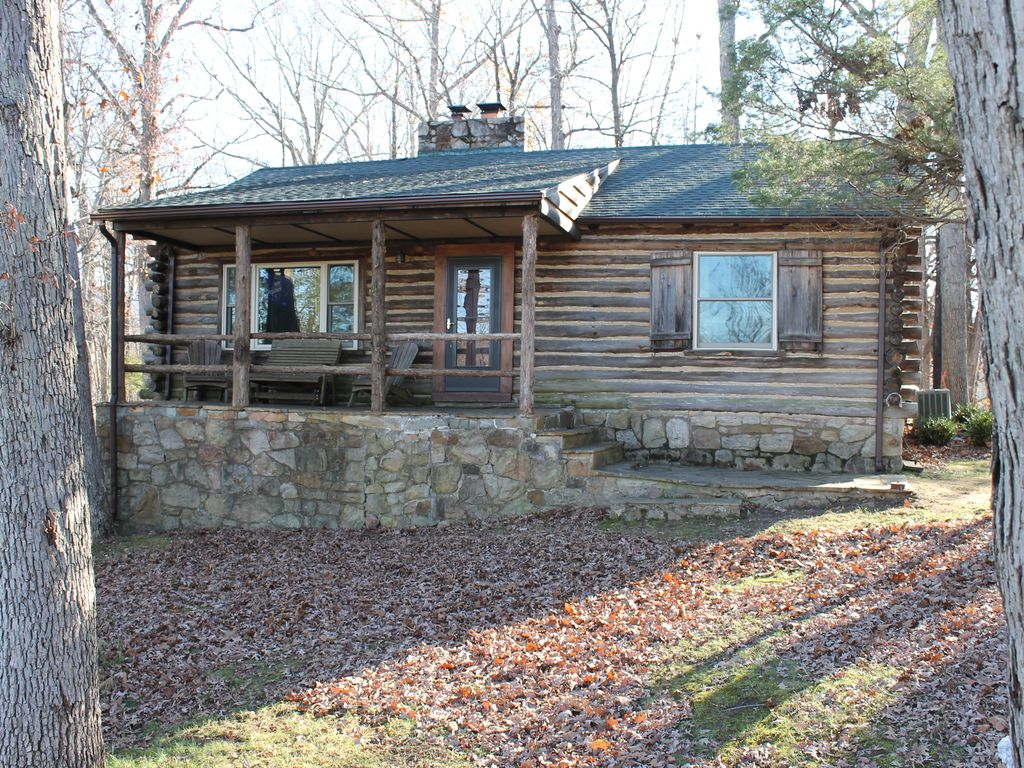 Rustic mountain log cabin perched on a clif vrbo for Log cabin portici e ponti