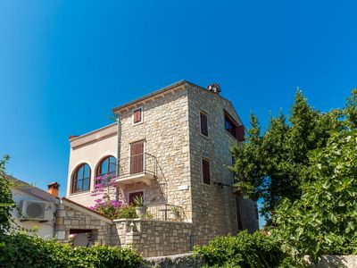 Photo for Luxurious villa with sea views, outdoor pool, pizza oven & free Wi-Fi