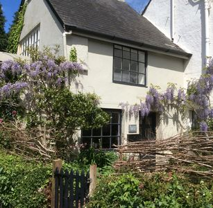 Photo for Romantic cottage, dog friendly, in quiet village setting with a pub close by.
