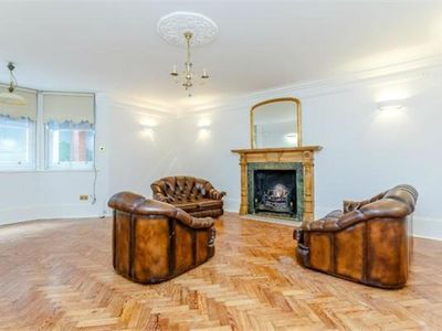 Photo for Large 2 Double Bed Flat-Kensington High Street