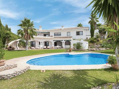 Photo for Grand villa ideal for a family w/ aircon, patio doors, terrace and pool
