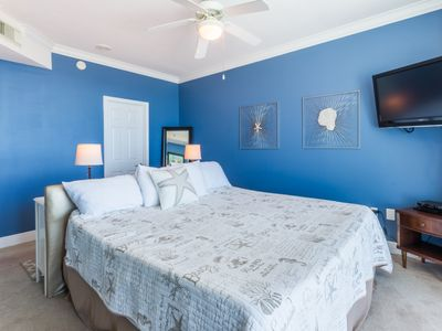 Fantastic gulf front condo with Gulf view from bed. WALKING DISTANCE TO ALL!!