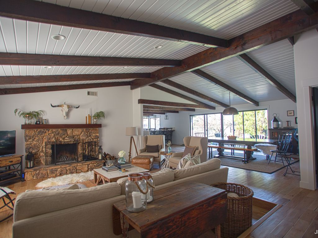 Beautifully Renovated Wine Country Home In The Heart Of A Foodie's Paradise