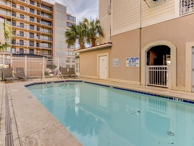 Photo for Slps 10,Pool,Garage,1 blk to beach,Drone shots to bch,30% off till 4/11,20% 6/21