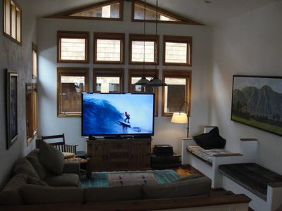Giant Living Room, 80 Inch HD TV, With Netflix Can Accommodate 10.