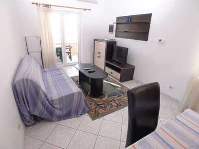 Photo for Apartment for six persons with two bedrooms located 70m from beach with sea view