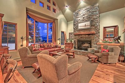 Gather around the wood-burning fireplace after a day of skiing in Big Sky!
