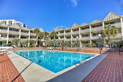 Head to Myrtle Beach and stay at this vacation rental in the St. John's Inn!