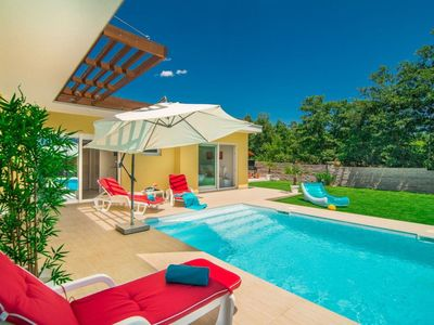 Photo for Beautiful private villa with WIFI, A/C, private pool, TV, washing machine and parking