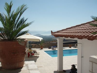 Photo for Spacious villa with pool, all comfort and panoramic views of the mountains of Arcadia