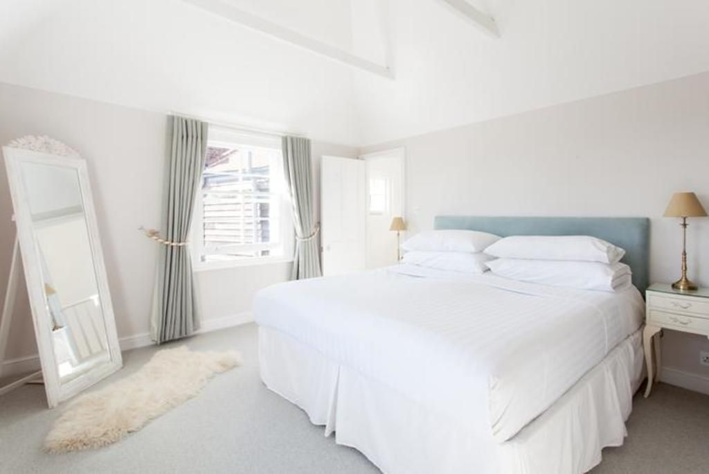 London Home 317, Picture This… Enjoying Your Holiday in a Luxury 5 Star Home in London, England - Studio Villa, Sleeps 7