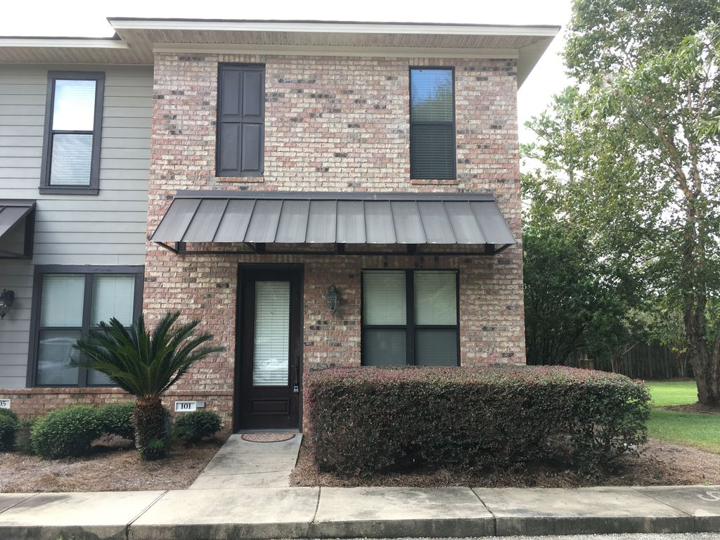 Cozy 2 Bedroom Townhome waiting for you. Cozy 2 Bedroom Townhome waiting for you    VRBO