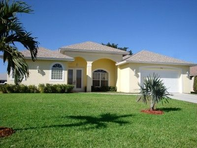 Photo for Big and light villa with heated pool, shops are around, in nice area