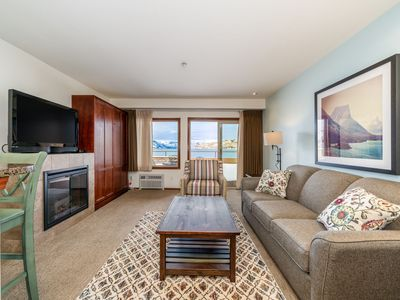 Photo for Grandview Lake View 513! Luxury Waterfront condo, sleeps up to 6!