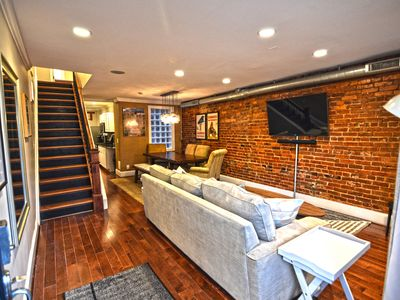 Big House 3 Bedrooms, King Beds, Dupont Circle, Adams Morgan Parking!