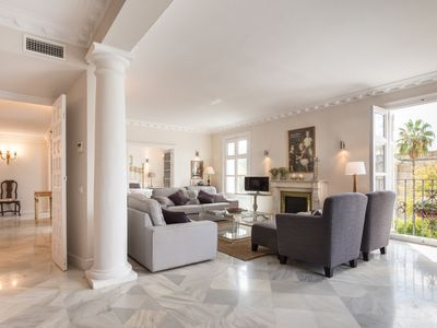 Photo for Superb home located on the central part of the emblematic San Fernando street.