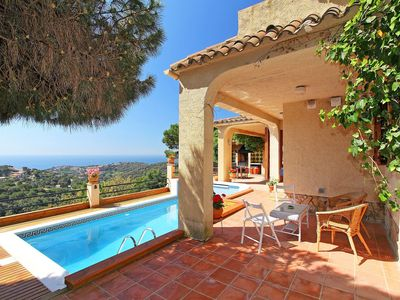 Photo for Cosy apartment for 10 guests with WIFI, private pool, TV and balcony