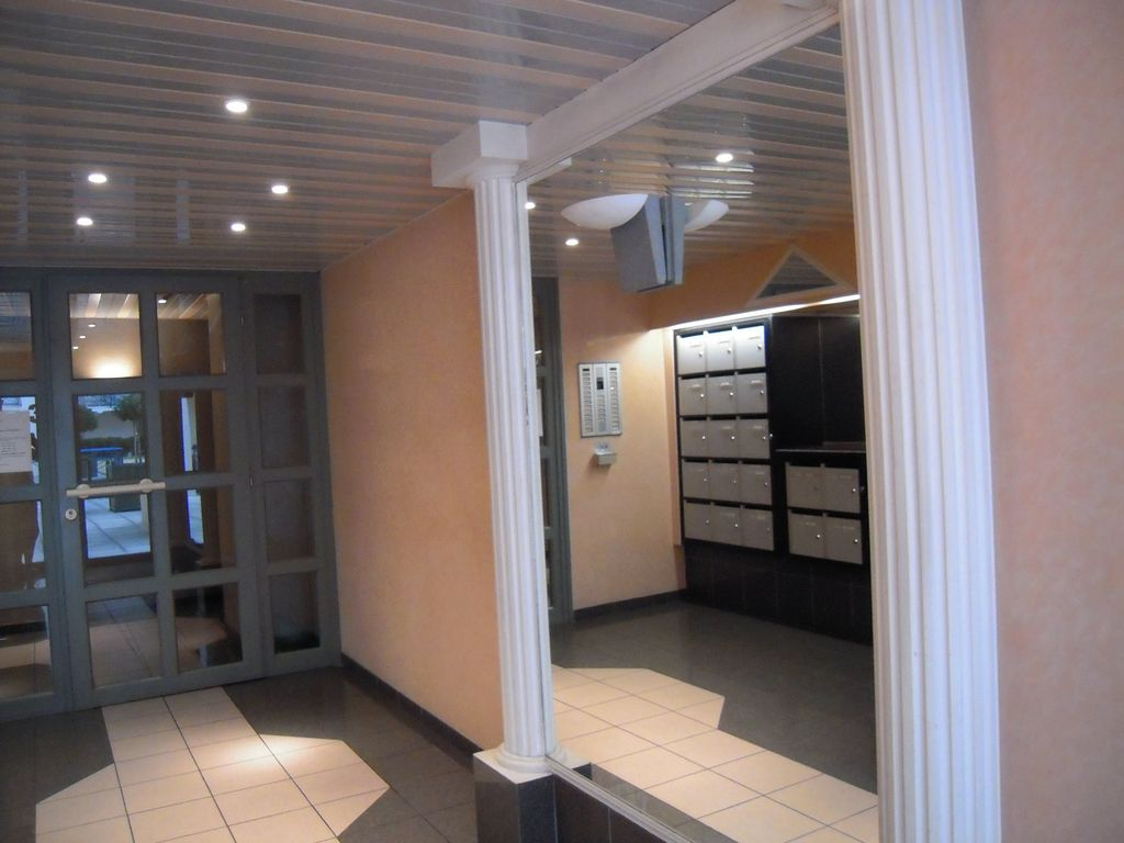 T 1 with garage in the heart of the city of vannes for Top garage vannes