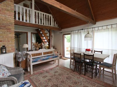Photo for Quiet, thatched farmhouse with garden and panoramic lake views