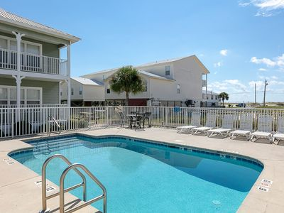 Photo for Spacious Condo Across from The Beach, Fully Equipped Kitchen, Community Pool, Sleeps 6!