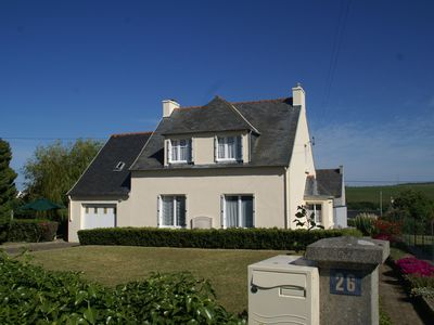 Photo for Detached holiday home with garden, 500 m from the beach in nature-rich Brittany