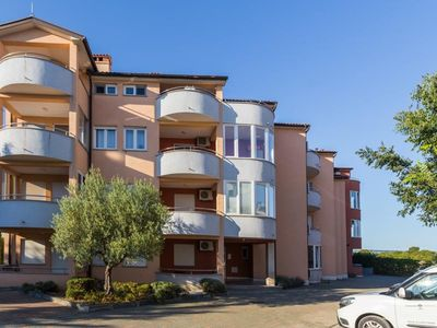 Photo for Beautifully furnished apartment with 2 bedrooms, air conditioning, parking, WIFI and balcony with barbecue