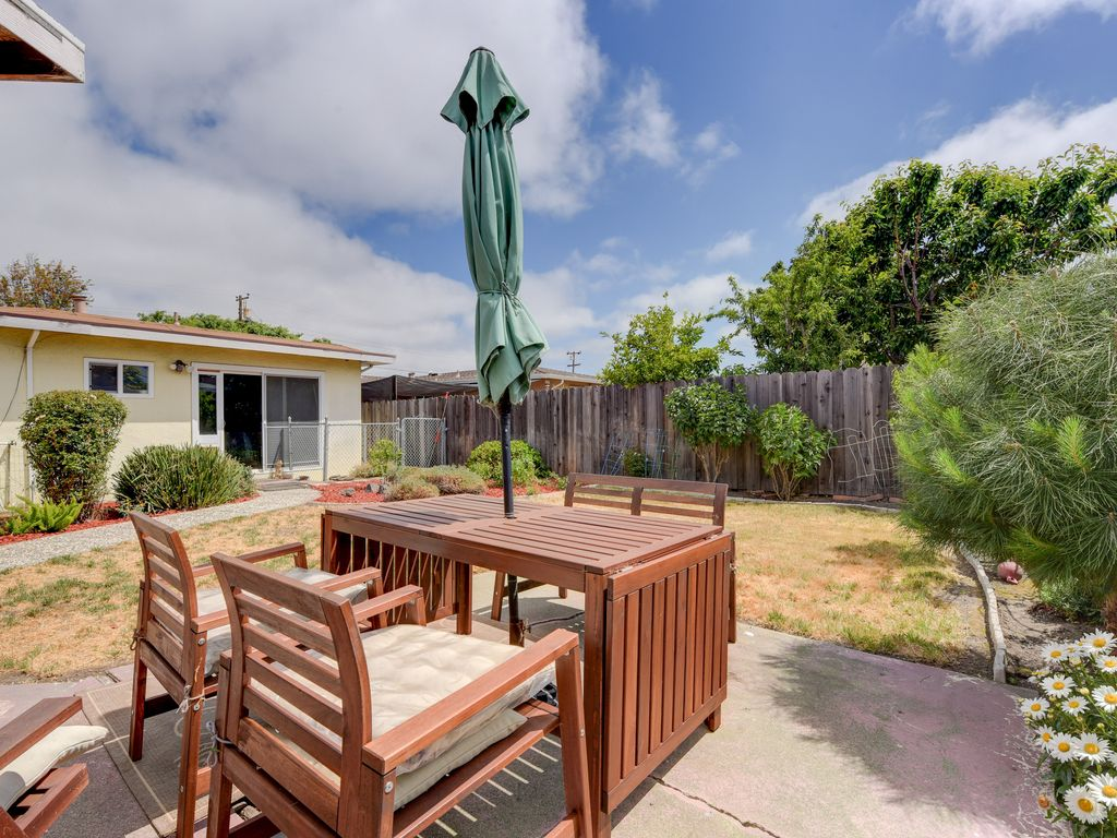 Welcoming Spacious 3BR Home in Central Hayward!