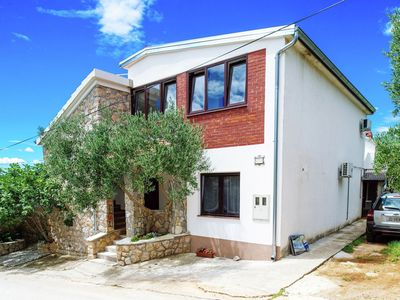 Photo for Apartment in Starigrad with Terrace, Garden, BBQ, Parking