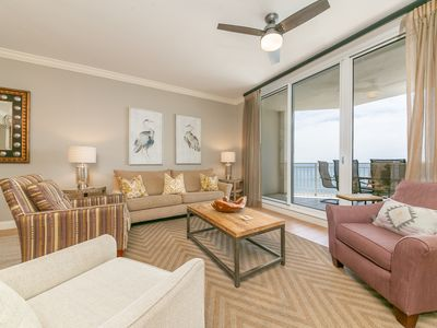 Photo for Large, updated unit, Stunning views, Walk to restaurants
