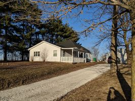 Photo for 4BR Cottage Vacation Rental in Niota, Illinois