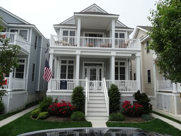 ASBURY RETREAT   1.5 blocks from beach!   3220 Asbury Ave   1st Flr    3 br/2ba