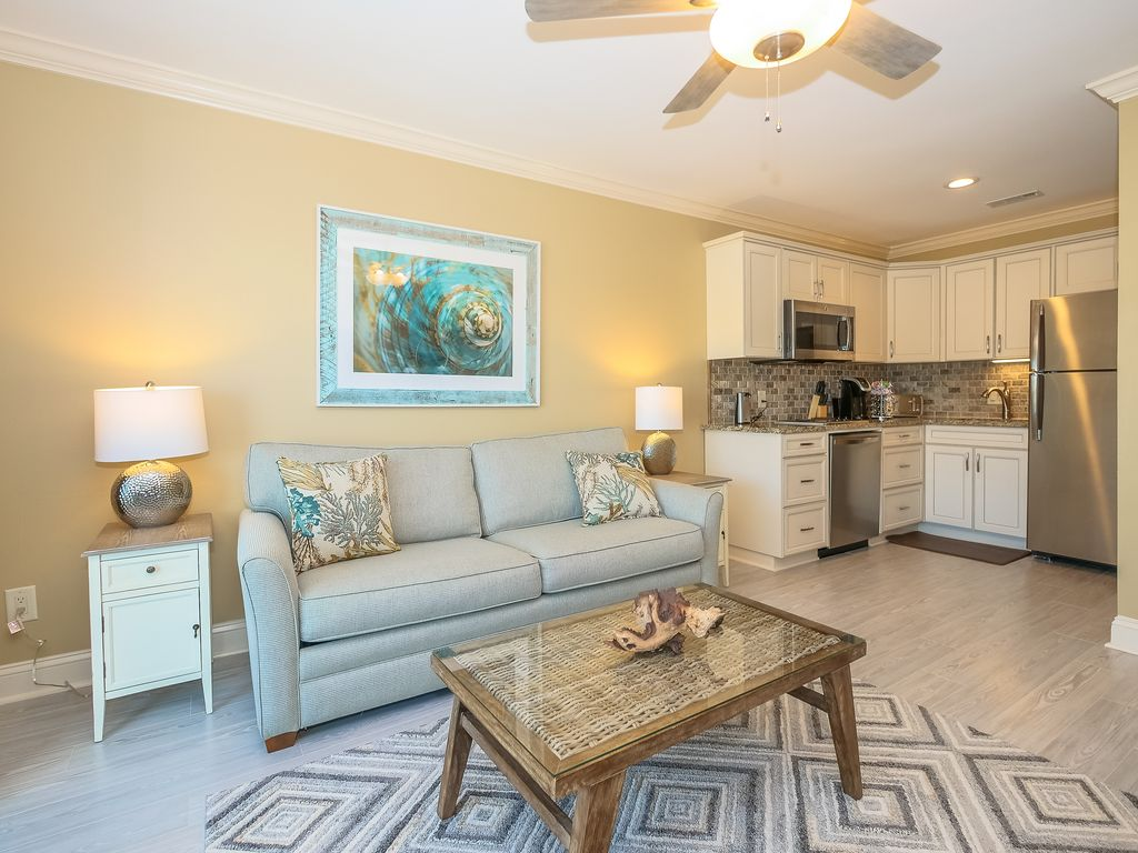 331 Breakers, Fully Remodeled in 2017! Beautiful Oceanfront, Pool, Beach