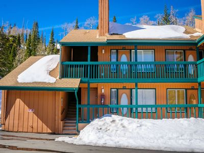 Photo for Enjoy your stay on the mountain in this cozy, pet friendly condo across the street from the lifts! V